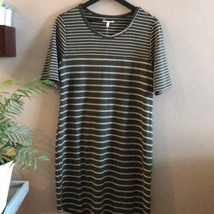 Olive green striped tee dress 🛍🌺